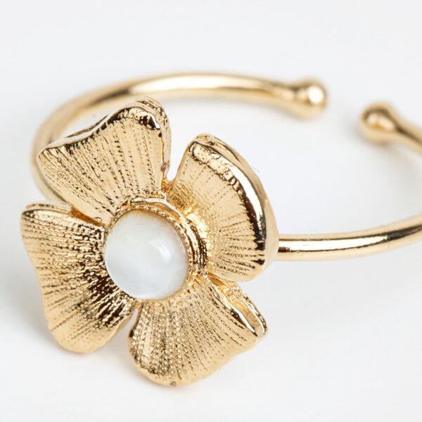 Bague Azalée en or fin, ajustable, feuille d'or, pierre précieuse en nacre blanche, détails