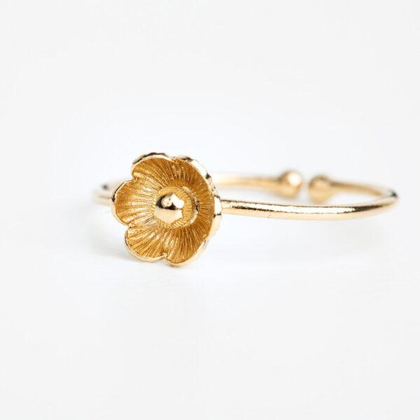 Bague Éloïse en or fin, ajustable, fleur, fond blanc