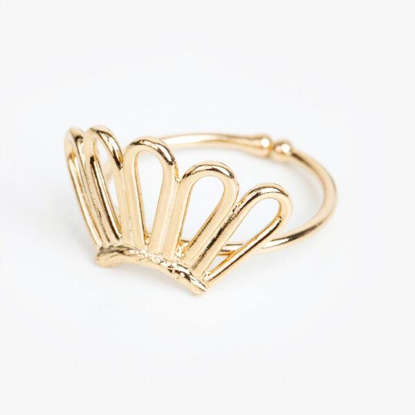 Bague Liane en or fin, ajustable, forme abstraite, fond blanc