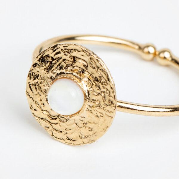 Bague Sophia en or fin, ajustable, feuille d'or, pierre précieuse en jaspe blanche, détails
