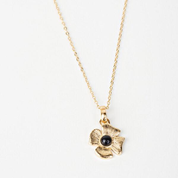 Collier Azalée avec une chaîne fine, pendentif dorée en forme de fleur avec une pierre précieuse noir en quartz