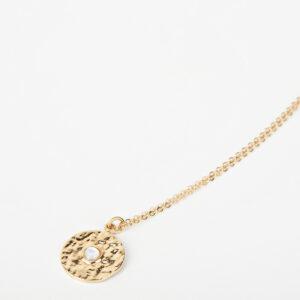 Collier Clara avec une chaîne fine, pendentif rond dorée avec une pierre précieuse blanche en nacre