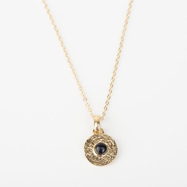 Collier Sophia avec une chaîne fine, pendentif rond dorée avec une pierre précieuse en quartz noir